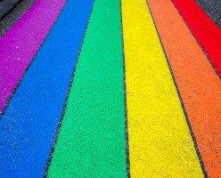 Против проповедника, выступающего против ЛГБТ в Ванкувере, организуют митинги