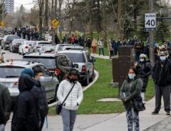 В Канаде выстраиваются огромные очереди за вакциной против COVID-19