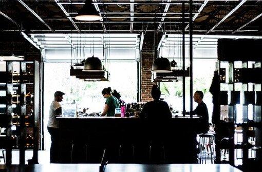 Новый закон Онтарио потребует предоставления личной информации в ресторанах