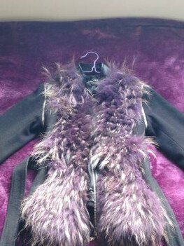 I'm selling my wool jacket with real fox fur.