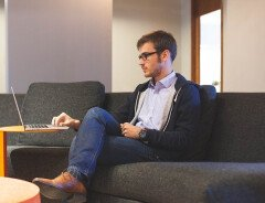 Отчет StatCan: Только 4 из 10 канадцев могут работать удаленно