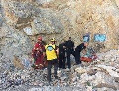Мужчина упал с высоты 18 метров, пытаясь справить нужду с горы в Британской Колумбии