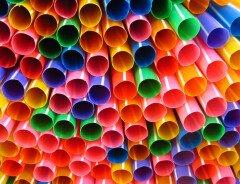 Канада запретит одноразовые пластиковые изделия уже в 2021 году