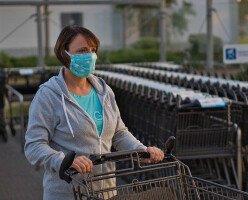 Представители здравоохранения Канады крайне рекомендуют всем носить немедицинские маски