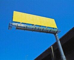 В Ванкувере жители жалуются на билборды с пугающими изображениями