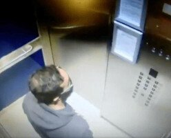 ВИДЕО: Мужчина плюет на кнопки лифта в многоквартирном доме Ванкувера
