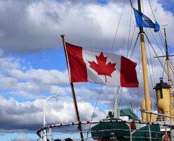 В отличие от Канады, США перестает принимать иммигрантов из-за эпидемии