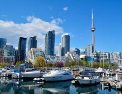 $22 в час — средняя заработная плата, необходимая, чтобы позволить себе трехкомнатную квартиру в Канаде