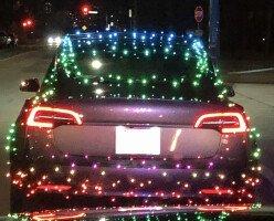 Водителя из Канады оштрафовали за рождественские гирлянды на его автомобиле