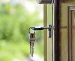 Правительство Канады выделит $1 млрд на доступное жилье для борьбы с бездомностью