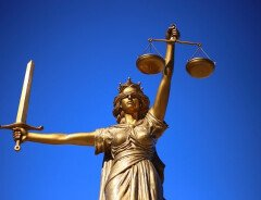 Мужчина из Британской Колумбии выплатит почти $500000 за избиение ученика 9 класса