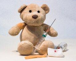 Канадский судья назначил прививки детям, несмотря на возражения их матери