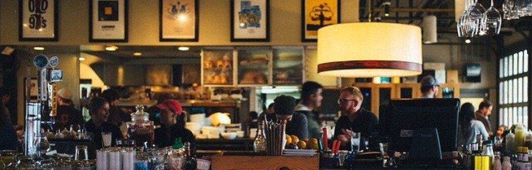 Владелец ресторана в Ванкувере решил нарушить приказ и продолжил принимать посетителей