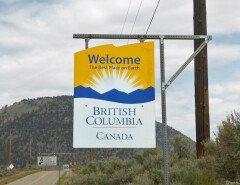 """Американцы пользуются """"Аляскинской лазейкой"""" для путешествий по Канаде"""