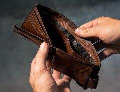 Более 50% канадцев живут от зарплаты до зарплаты и имеют долги по кредиткам