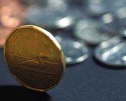 Власти Британской Колумбии объявили об увеличении минимальной зарплаты на 50 центов