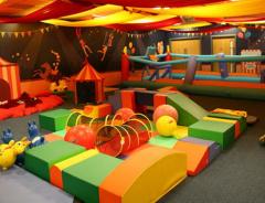 Зона приключений и Цирк Цирк (Adventure Zone and Circus Circus)