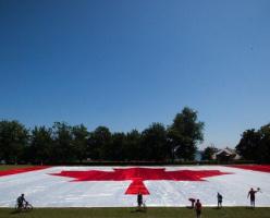 В парке Стэнли установили самый большой канадский флаг в истории