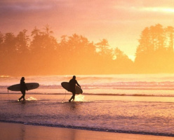 Тофино - лучшее место для серфинга в Канаде (ВИДЕО)