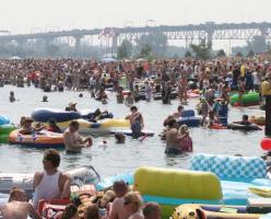 1,500 американцев случайно приплыли в Канаду (ВИДЕО)