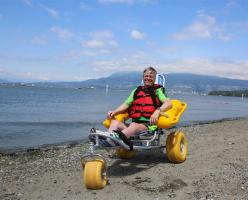 Пляжи Ванкувера стали более доступными для людей с ограниченными физическими возможностями