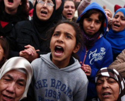 Все больше беженцев из США нелегально пересекают границу, чтобы попасть в Канаду