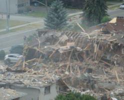 Взрыв в Миссиссаге, прогремев на весь район, уничтожил дом