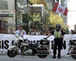 Полицейские в Канаде отстранены от службы за употребление марихуаны во время дежурства