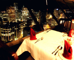 Ванкуверок дарит ужин на двоих в крутящемся ресторане!