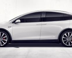 Автомобиль Tesla отвёз в больницу человека, которому прямо за рулём срочно потребовалась первая помощь