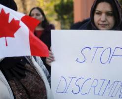 Группа антиисламистов заблокировала вход в одну из мечетей Торонто во время протеста