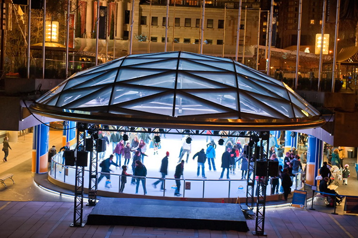 Бесплатный ледовый каток на Robson Square