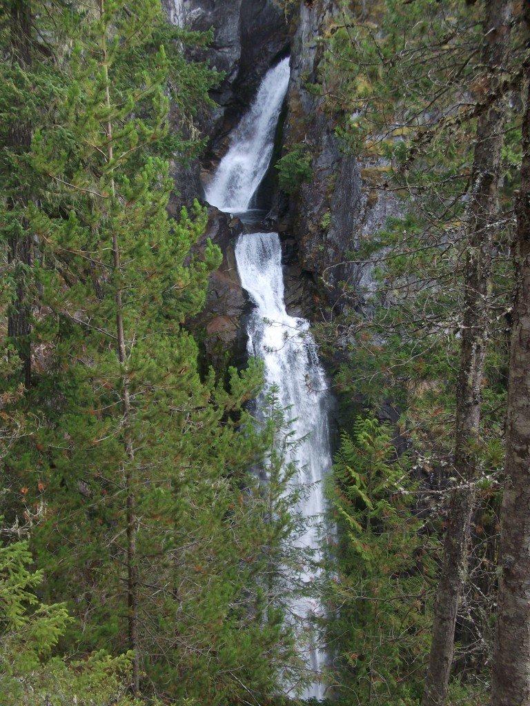 Водопады Хай Фолс Крик канада