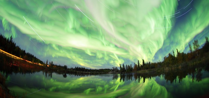 Фото http://i.huffpost.com/gen/1651521/images/o-NORTHERN-LIGHTS-facebook.jpg